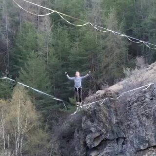 Congrats to our team-athlete @louise_lenoble for sticking her first Barrel-Roll!! A trick that everyone should try one day as it is so much fun to try and so satisfying to stick it :-)  Slackline: Slacktivity - pinkTube . . #yodaroll #highlinefreestyle #feettofeet #highline #balancing #slacklife #slackline #barrelroll