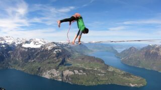 """What is """"highline freestyle""""? What is the ideal tension to bounce? And what lengths? We've written a blog post for you where you can find tips for beginner and also the history of this sport/discipline. Read it now if you wanna find out more about it: https://slacktivity.com/highline-freestyle/  #highlinefreestyle #highline #slacklife #handstand #handpop #handbalance #freestylesports #funsports #crazydynamics #slackline"""